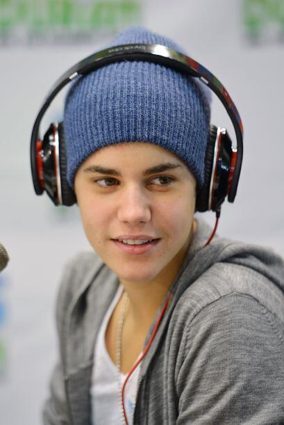 2. JUSTIN BIEBER- A pesar del gran arrastre que Justin tiene entre el pú...