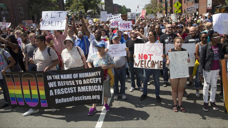 Mensaje de amor, inclusión y resistencia en medio de tensiones raciales...