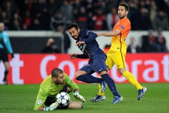 Varias veces el portero del Barcelona salvó su arco.
