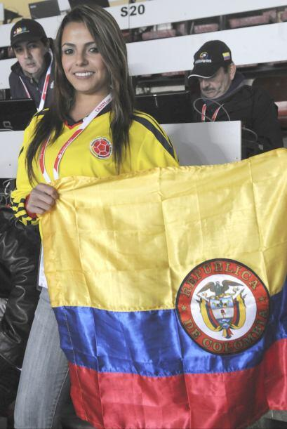 Las hermosísimas colombianas como de costumbre engalanando las tribunas...