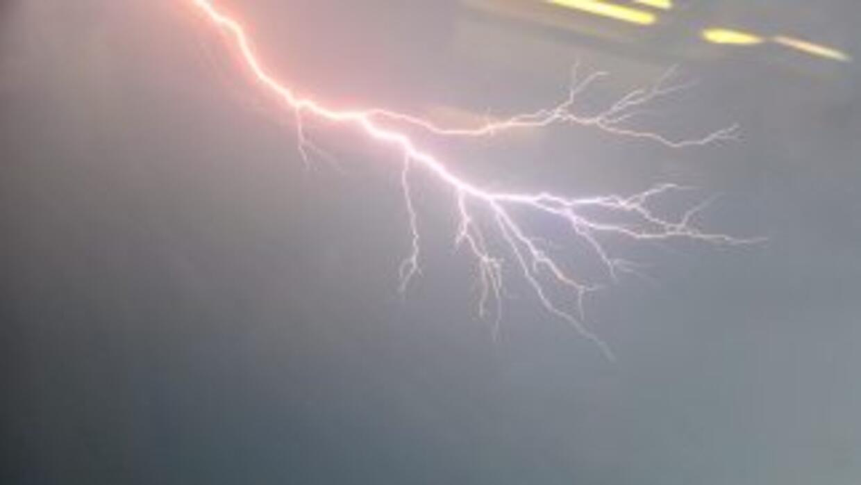 Al menos cuatro personas murieron durante una inusual tormenta eléctrica...