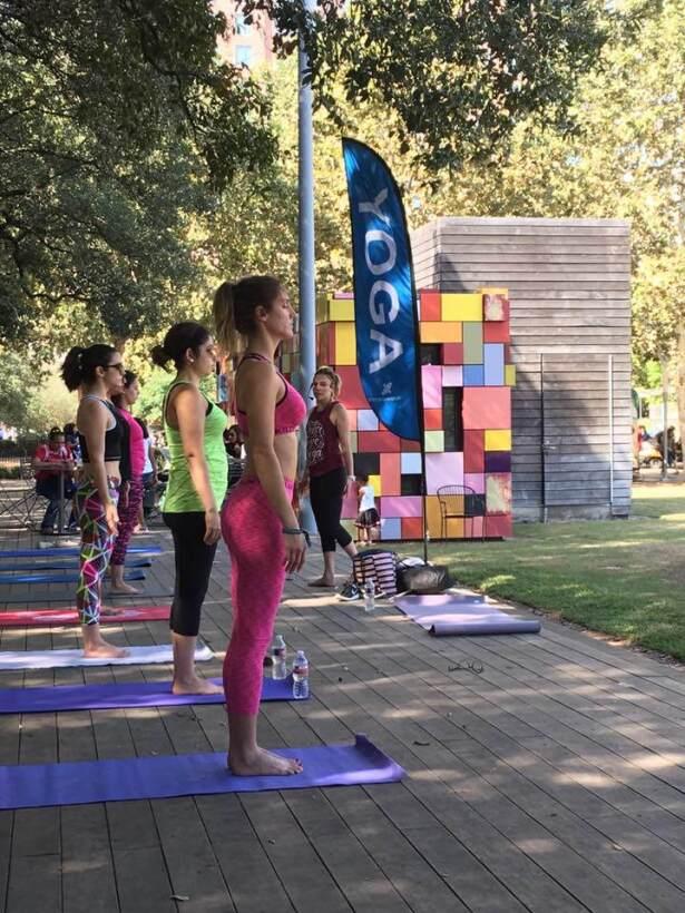 Actividades para adultos en el parque Discovery Green.