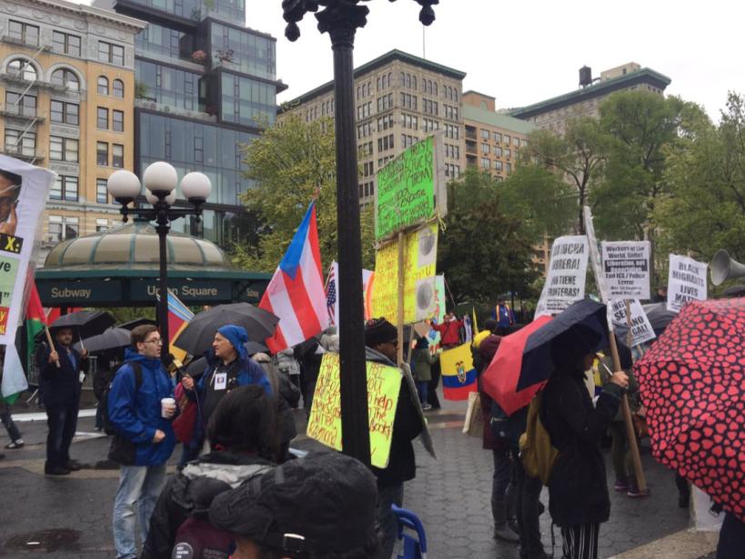 """Puerto Rico, presente con su bandera, como también """"Black Lives M..."""