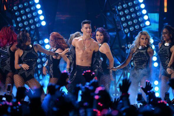 Maluma estuvo espectacular, sin duda su paso por Premios Juventud será i...
