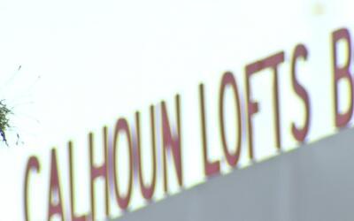 La Universidad de Houston cambió el nombre a uno de sus edificios que ll...