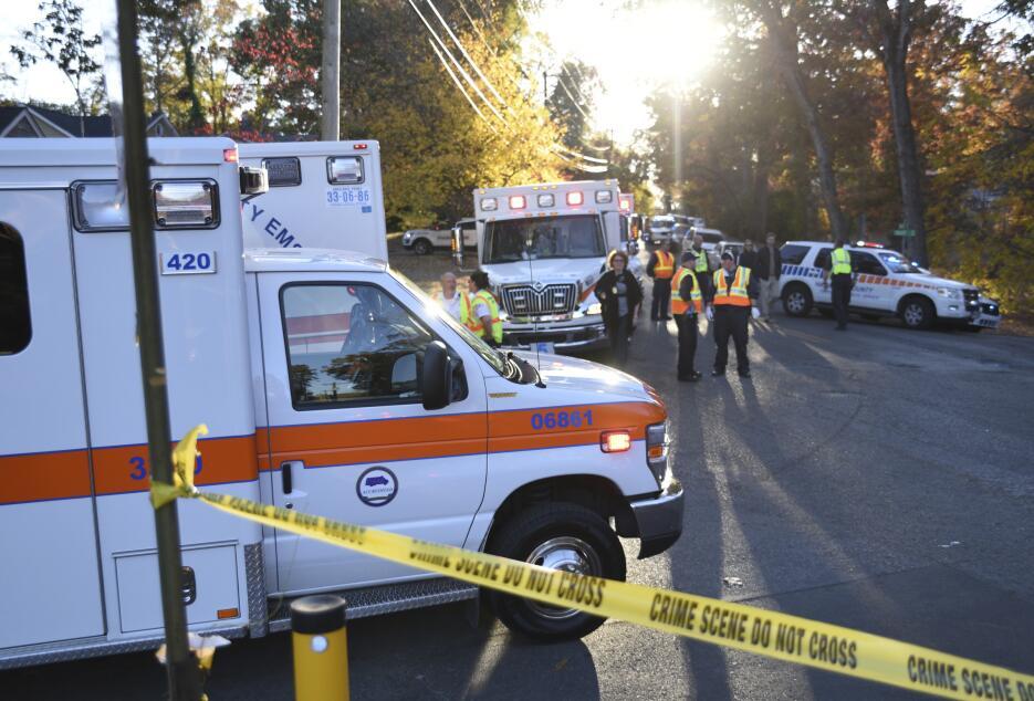 Al menos seis niños murieron y unos 23 resultaron heridos al accidentars...