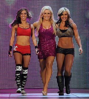 ¡Natalya, hermosa como es su costumbre, apareció junto a A.J. y Kaitlyn,...