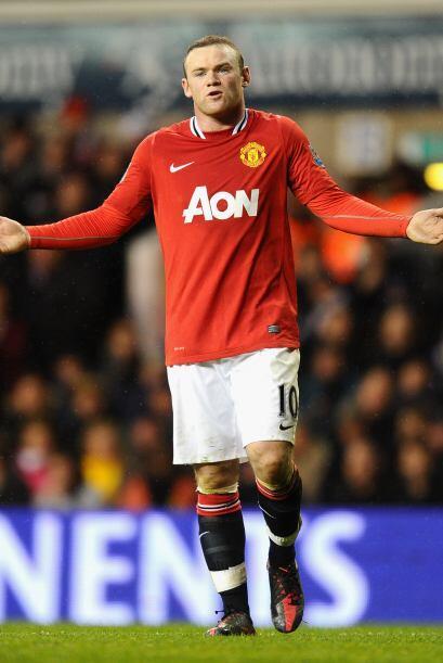 Wayne Rooney se veía desesperado, pues no podía marcar y se le pilló en...