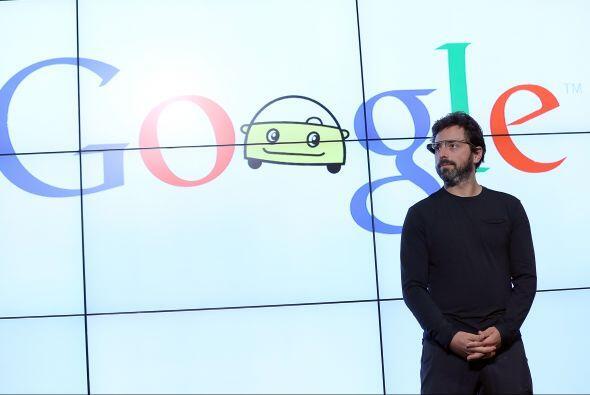 Y detrás de Page, su compañer Sergey Brin se colocó...