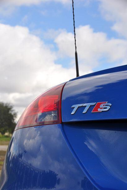 A pesar de ser minúsculo en comparación a otro autos en la calle, el TTS...