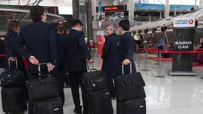 La tripulación de un avión, antes de embarcar en el aeropuerto internaci...