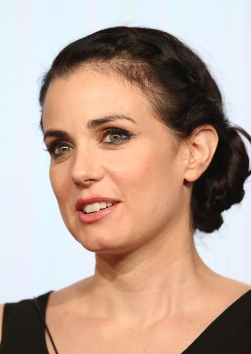 La actriz canadiense Mia Kirshner publicó en The Globe and Mail d...