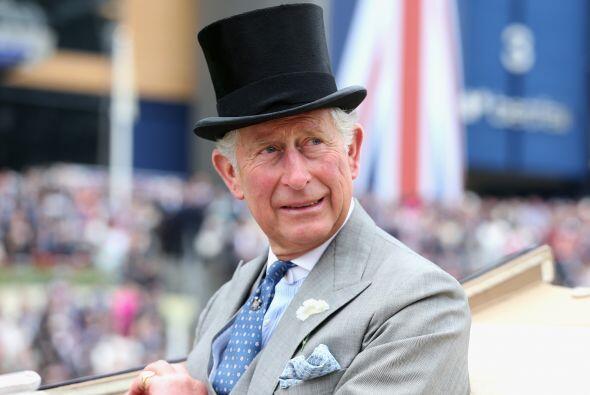 Carlos es el heredero a la corona de Inglaterra.