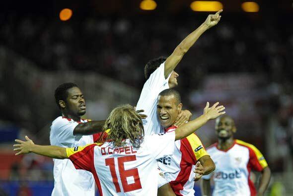 El Sevilla se adelantó pronto al Stuttgart con un gol de Navas.