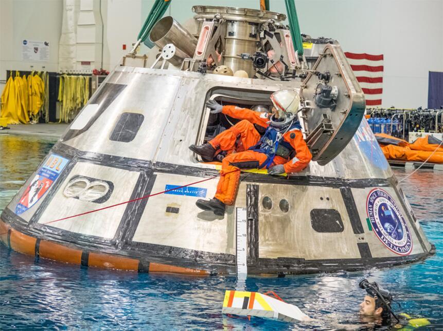 Astronautas que viajarán en el cohete más poderoso de la NASA entrenan e...
