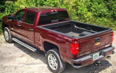 Video: La Chevy Silverado 2500 HD ofrece más musculo y buena capacidad p...