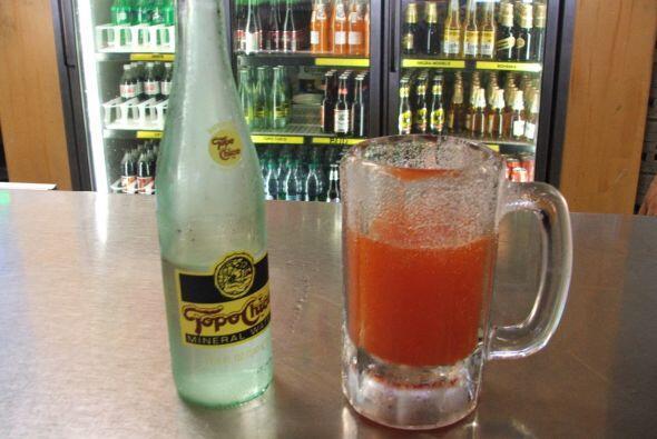 No. 1 Para comenzar el agua mineral mexicana, nada más refrescante en es...