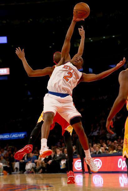 Como equipo los Rockets tuvieron un 53 (41-77) por ciento de acierto en...