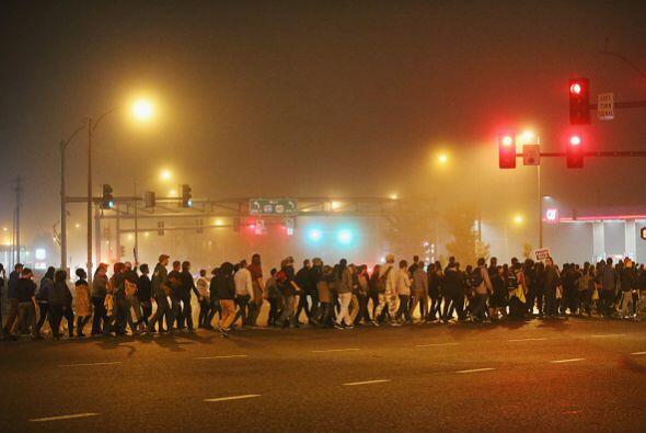 Posteriormente desfilaron por las calles de Ferguson hasta concentrarse...