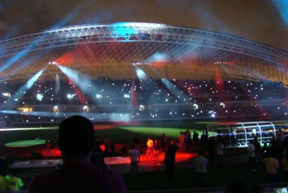Continua la celebración con la música del tema del estadio...