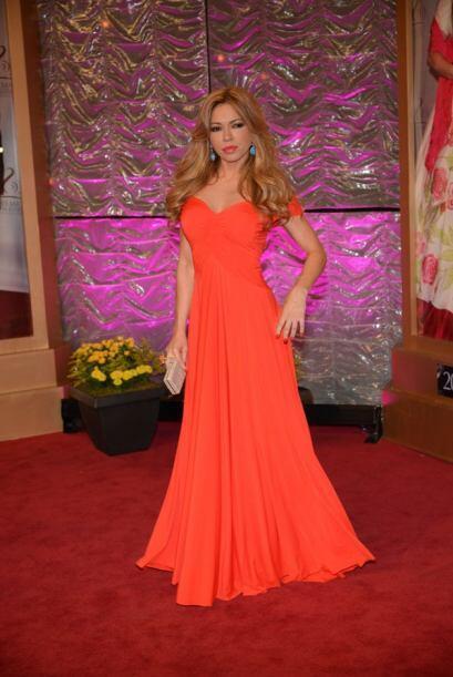 Claudia Molina llamó mucho la atención con el rojo brillante que eligió...