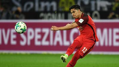 Carlos Salcedo, nominado en la Bundesliga a mejor defensa central de la temporada