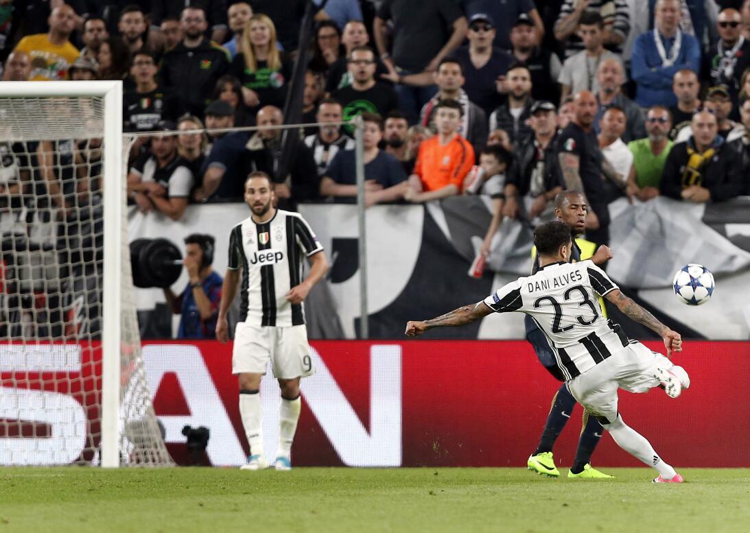 ¿Finalmente Buffon será recompensado con 'La Orejona'? AP_17129710270544...
