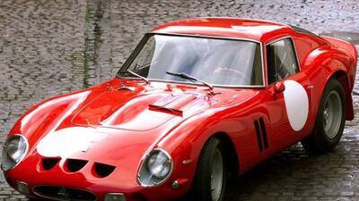 El Ferrari 250 GTO tiene el récord de ser el auto más caro tanto en suba...