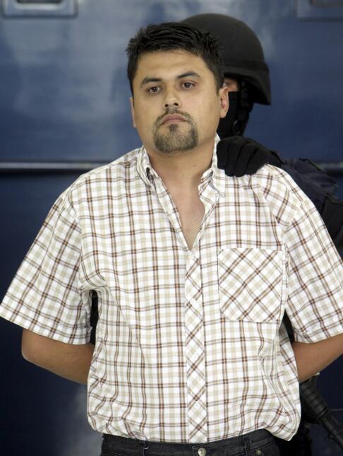 Raydel López Uriarte, por un accidente tuvo que usar muletas.