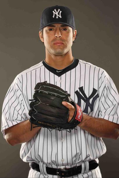 Sergio Mitre, nacido en Los Angeles, es un lanzador de fuerza y un relev...