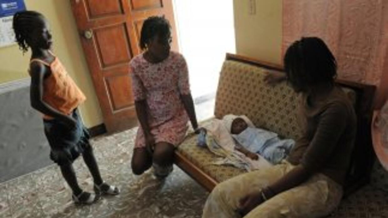 Las autoridades dominicanas rescataron a trece niños que pernoctaban en...