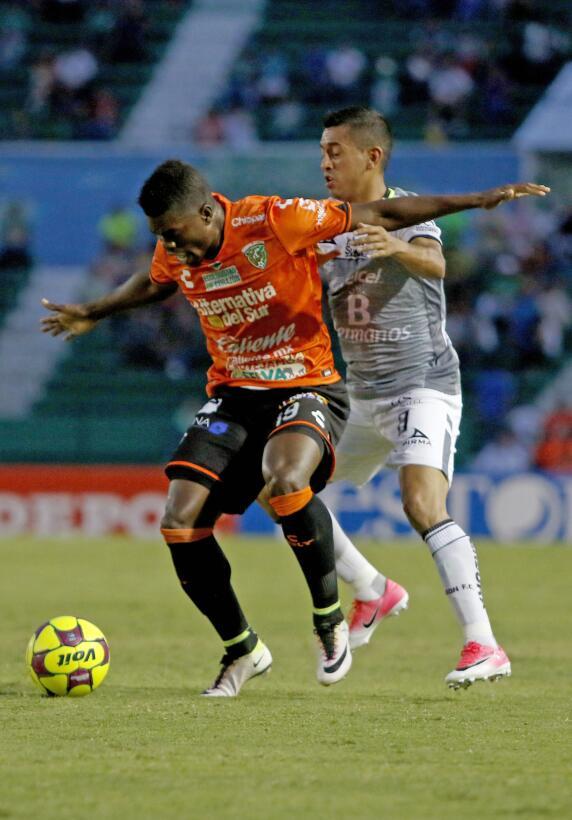 Aburrido empate entre Jaguares y León Felix Micolta de Jaguares y Elias...