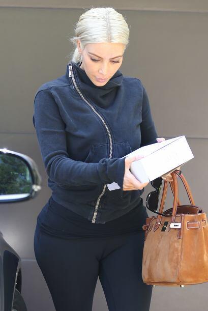 A pesar de que Kim hace mucho ejercicio, es evidente que los años y los...