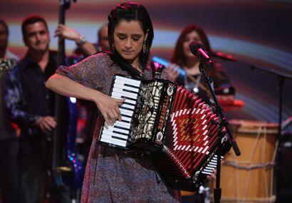 Los tres álbumes más recientes de Julieta son Limón y sal (2006), Realme...