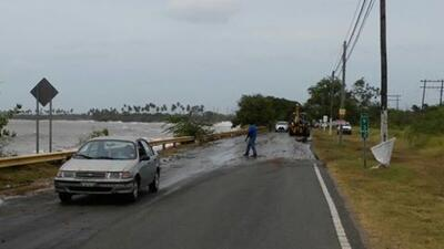 Fuerte oleaje en el sur de Puerto Rico por huracán Matthew