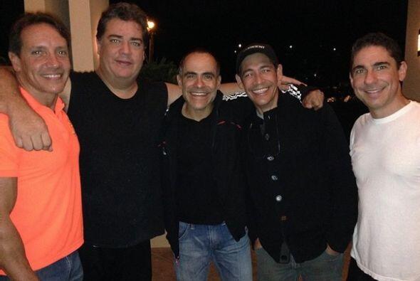 """""""Aquí ensayando con mis inseparables amigos de EL REENCUENTRO que se pre..."""