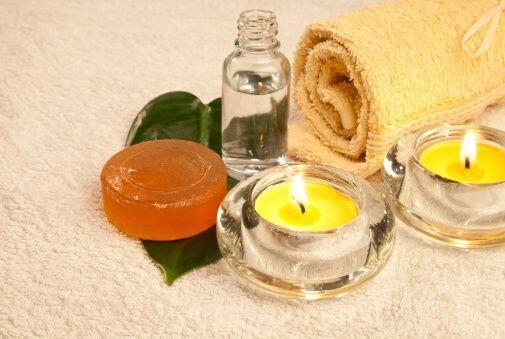 El tratamiento está hecho con velas especiales y adecuadas para masajes...