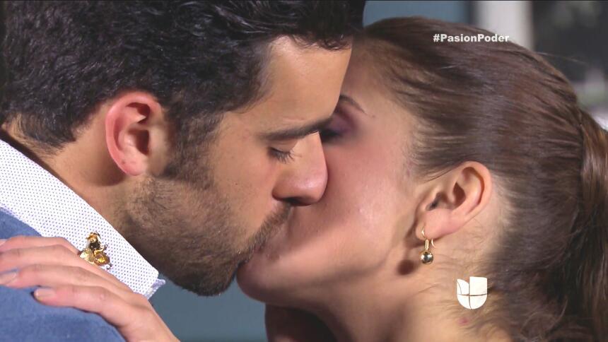 ¡Julia le confesó su secreto a Arturo! 7DD535D8DB40413EA7EA7B079A7F90B7.jpg