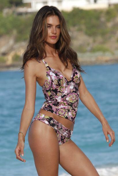 ¡Romper las olas con mucho estilo y 'glamour'! No importa si usas traje...