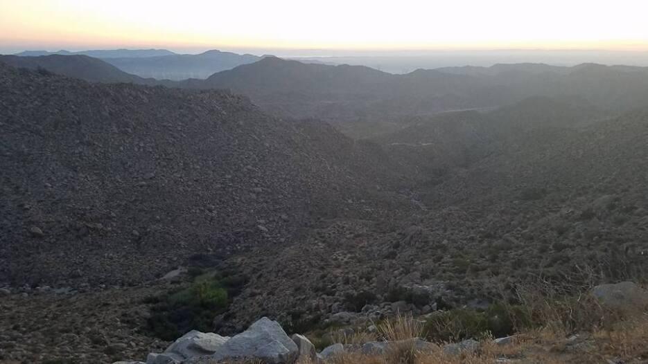 Cada día el recorría más de 20 millas y en Arizona avanzó durante las no...