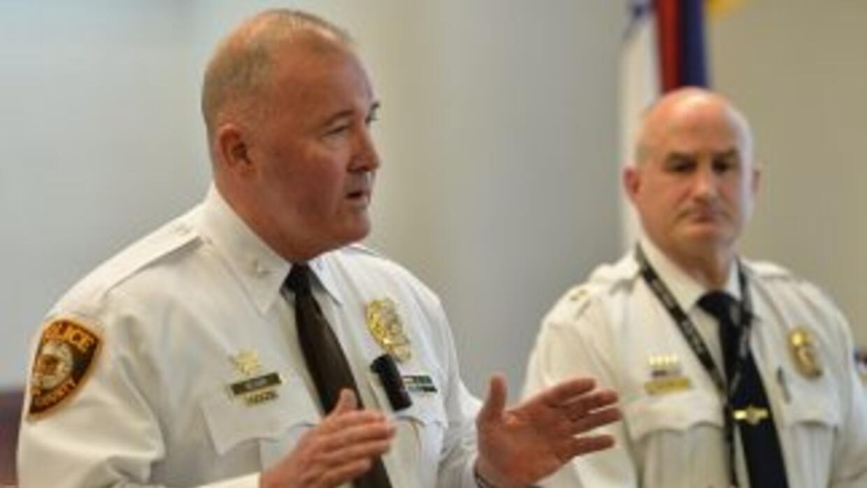 El jefe de policía del condado de St. Louis, Jon Belmar, ofreció una con...
