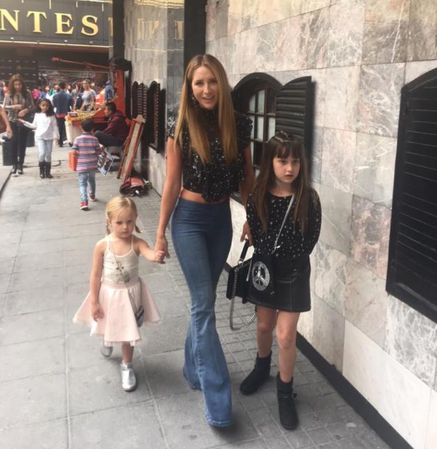 Geraldine Bazán e hijas