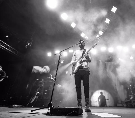 Este álbum marca el regreso de Juanes a la guitarra eléctrica de manera...
