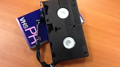 Arrestada por no devolver un video VHS rentado en el 2005