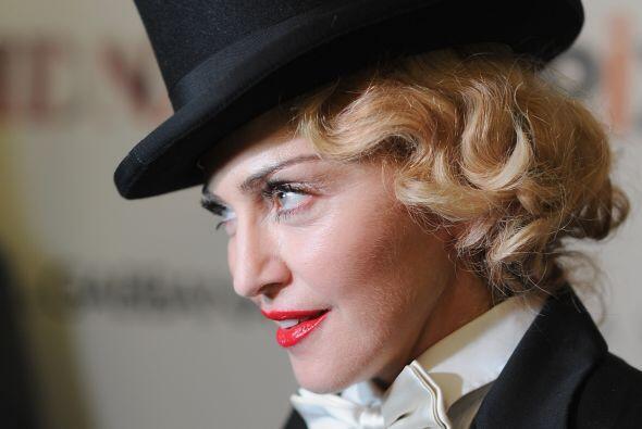 Por supuesto, Madonna, que hace de todo, igualmente debía escribir sus l...