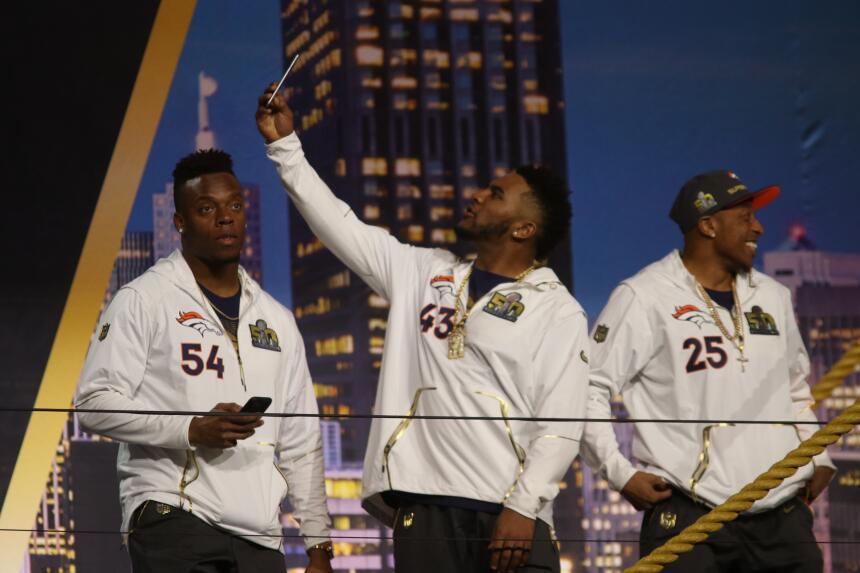 Los jugadores de los Denver Broncos se mostraron relajados durante el Op...