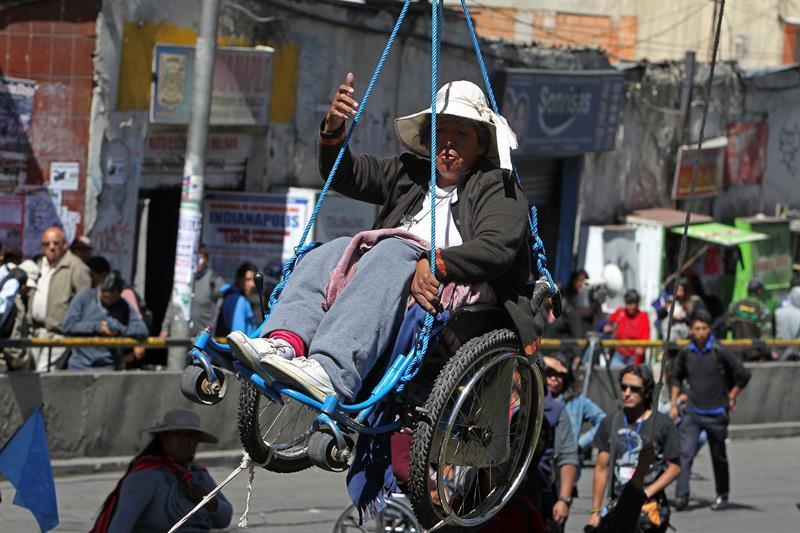 La tortuosa protesta de los discapacitados en Bolivia 635979092378992573...