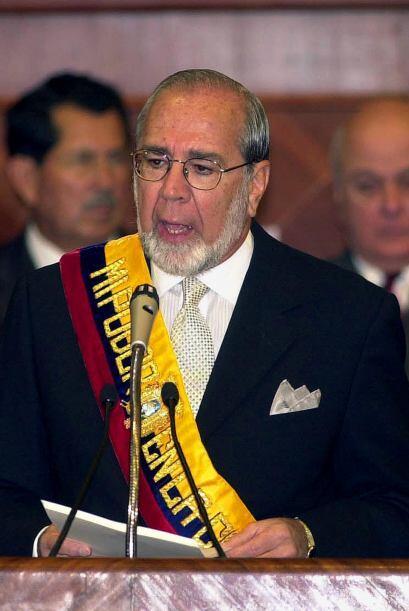 El vicepresidente Gustavo Noboa asumió el cargo, para culminar el mandat...
