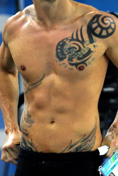 El nadador francés Frederick Bousquet portó un tatuaje durante la semifi...