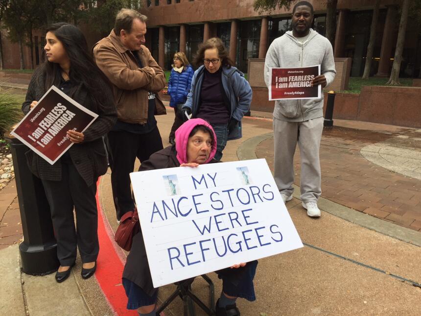 Activistas y jóvenes con DACA piden apoyo para el Dream Act img-0471.JPG